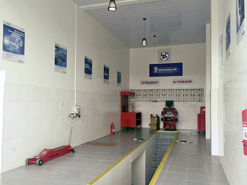 One of our two service bays.